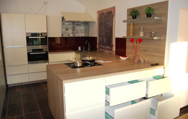 Helle Küche mit viel Stauraum